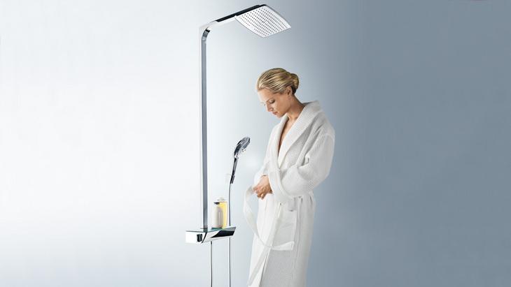 hg_guerand-woman-with-bathrobe-showerpipe-raindance-select_1154x650_rdax_730x411
